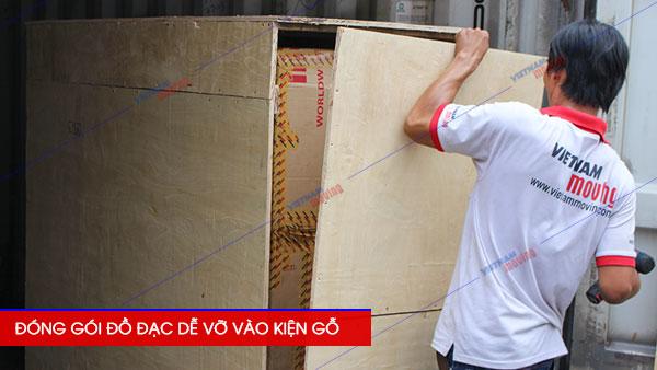 Đóng kiện gỗ các đồ đạc dễ hư hỏng và va dập khi vận chuyển đi quốc tế
