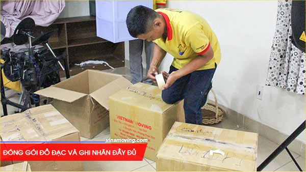 Đóng gói đồ đạc và ghi nhãn đầy đủ là một trong những nguyên tắc chuyển nhà