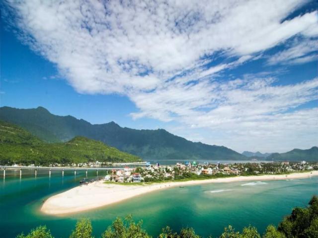 Từ Đà Nẵng đi Vịnh Lăng Cô bao nhiêu km?