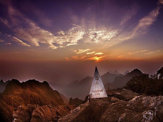 Từ Hà Nội đi Fansipan bao nhiêu km?