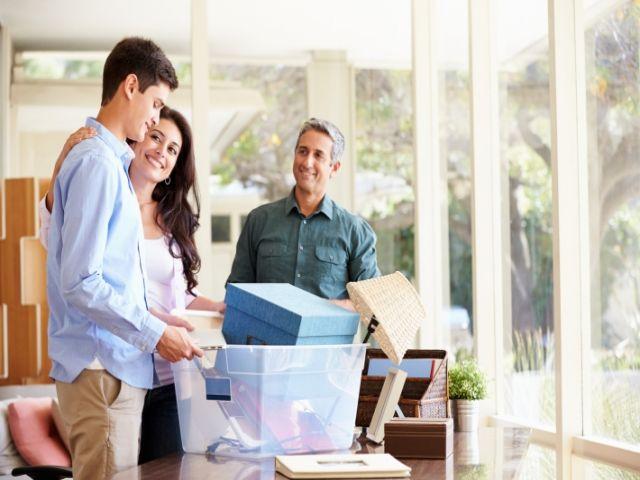 Có nên nhờ người thân, bạn bè giúp chuyển nhà?
