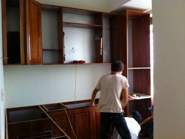 dọn tủ bếp gỗ khi chuyển nhà an toàn và nhanh chóng