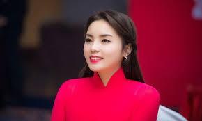 Top 10 người đẹp tai tiếng nhất showbiz Việt