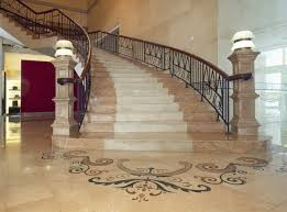 Những vấn đề bạn cần lưu ý khi chuyển nhà có cầu thang bị trơn