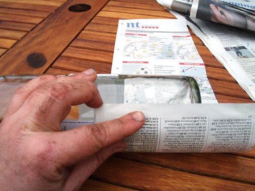 Mẹo tận dụng giấy báo cũ để chuyển nhà tiết kiệm