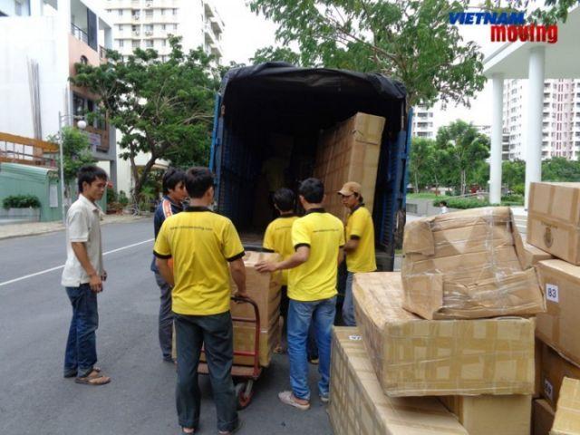 Vận chuyển hàng hóa giá rẻ với cho thuê xe tải quận Nam Từ Liêm, Hà Nội - công nhân